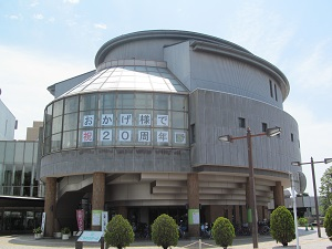 ホール掲示tiisai.jpg